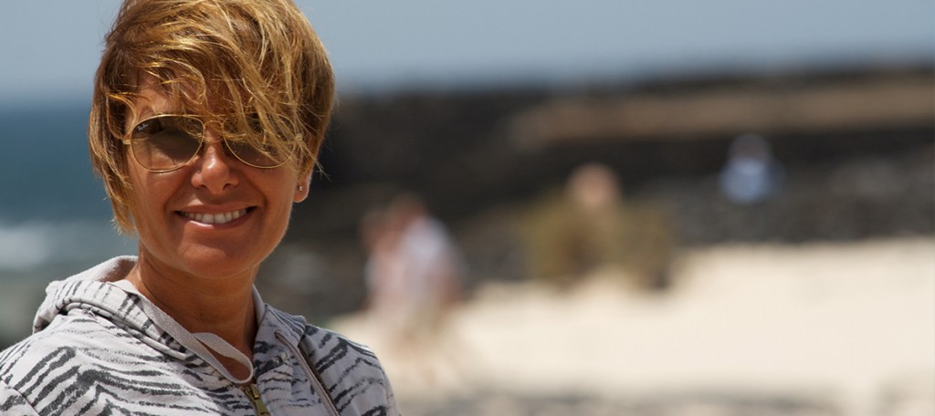 Laura Carbone sulla spiaggia di Fuerteventura