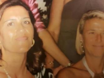 Serena, a destra, con la sorella Annalisa, uccisa lo scorso anno