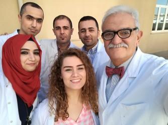 Il professor Majolino, primo a destra, con altri medici dell'equipe