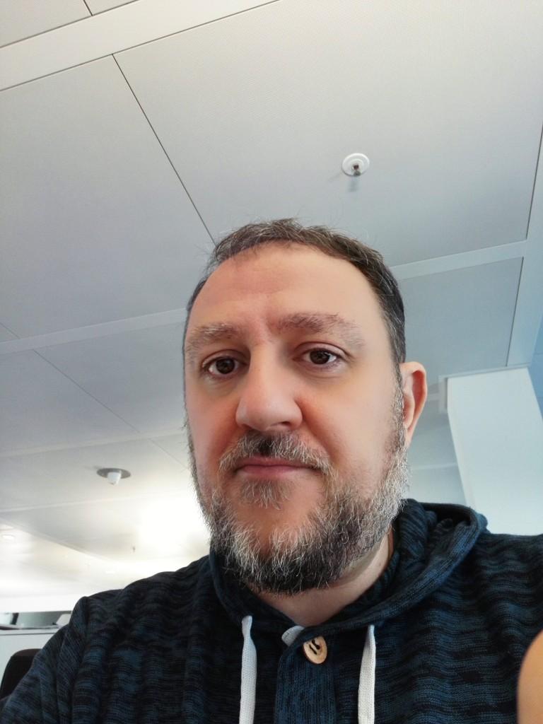 Antonio Giacomasso vive a Nantes, in Francia