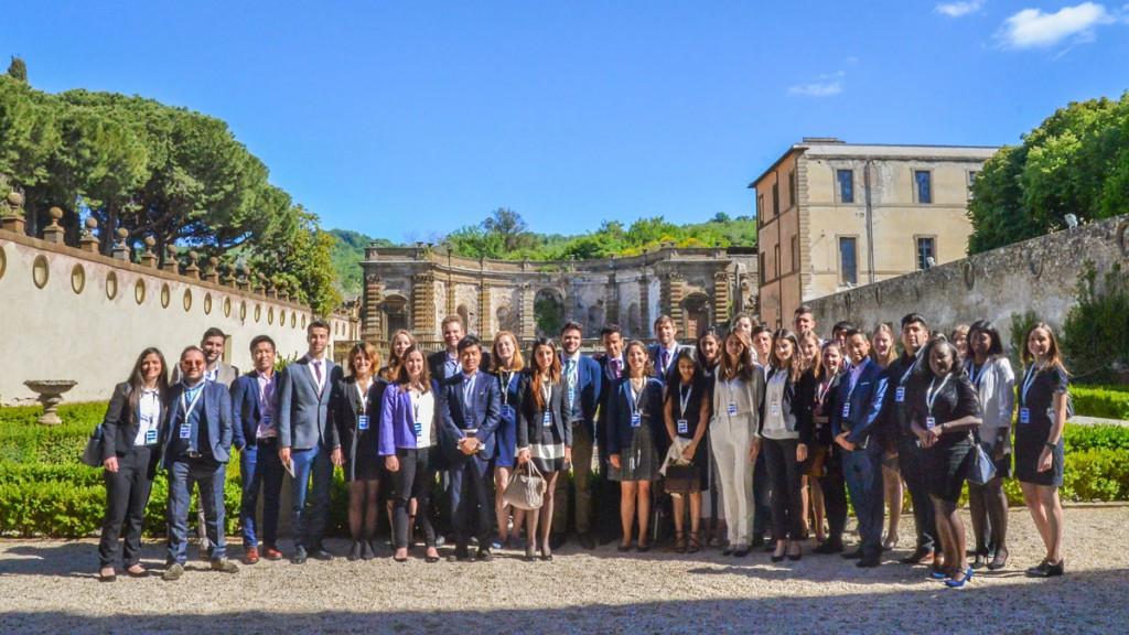I giovani partecipanti al summit del G7 a loro dedicato