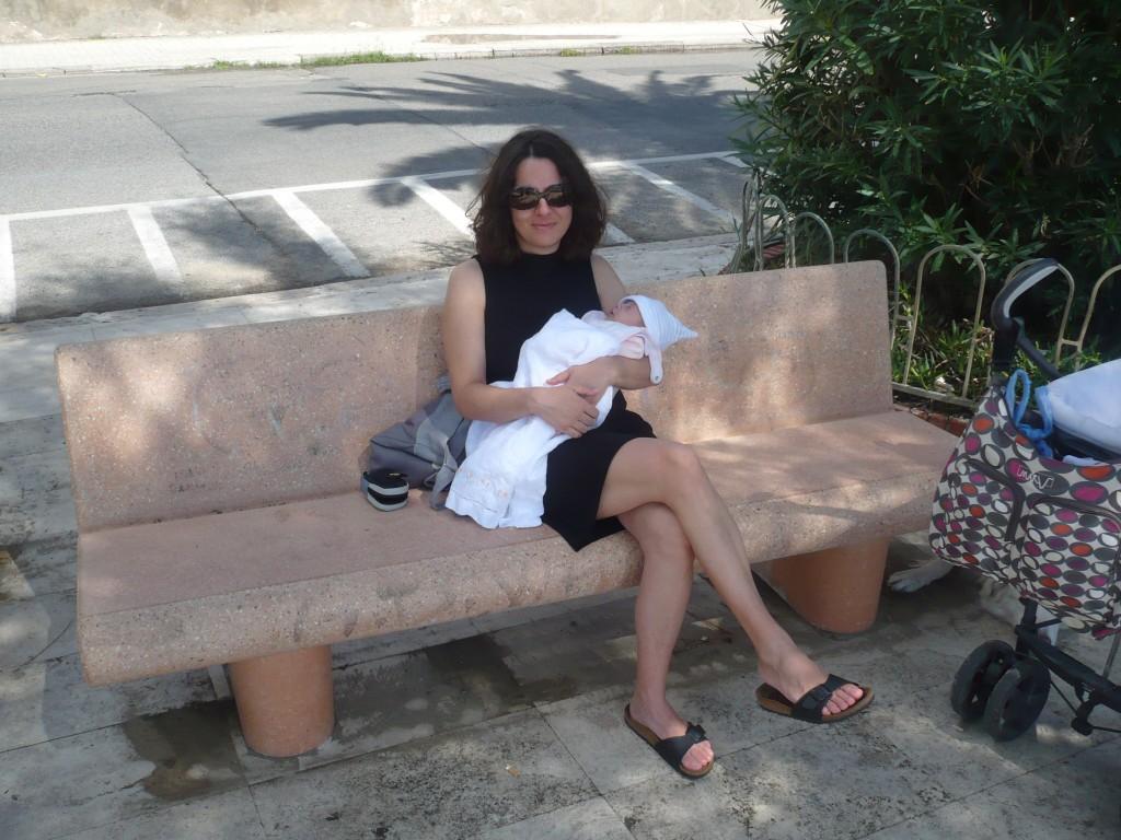 Valentina Masocco tiene in braccio la figlia Ingrid