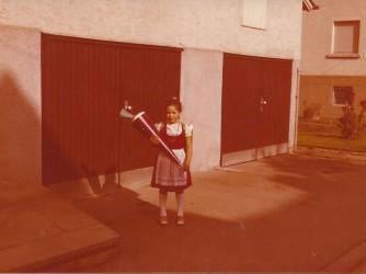 Graziella il primo giorno di scuola nel costume tipico del Baden Württemberg