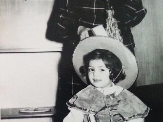 Andreina e la figlia Paola a una festa di carnevale tanti anni fa