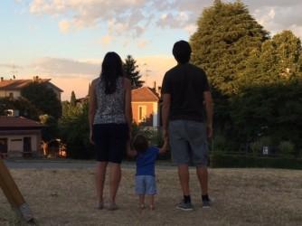 Lorenzo Divizia con moglie e figlia, non si mostrano di viso