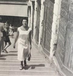 Clara Barison tanti anni fa sul ponte di Rialto a Venezia