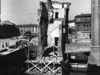 Il Castello estense di Ferrara dopo uno dei bombardamenti