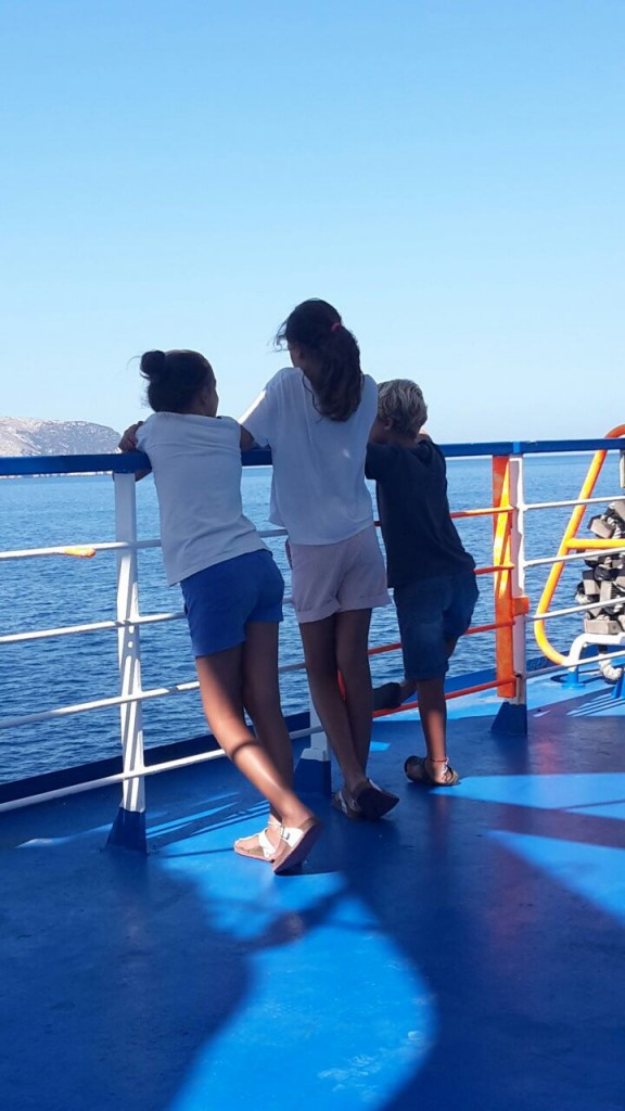 I tre figli di Giacomo quest'estate in traghetto