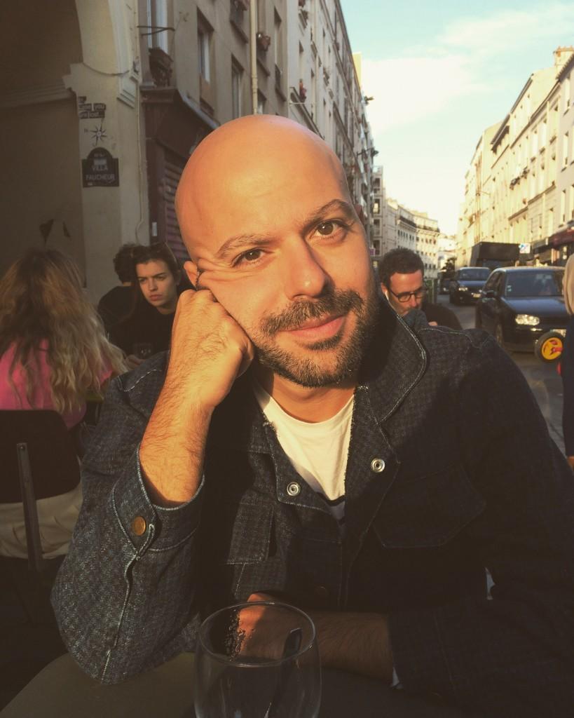 Giuseppe ha vissuto questa storia nel bar del suo quartiere, a Parigi