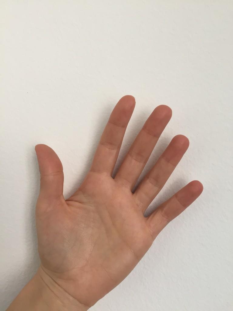 """Scrive A.: """"palmo della mia mano nel quale molti credono che ci sia scritto tutto"""""""