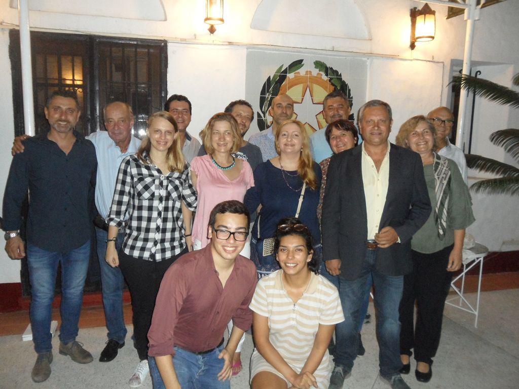 Foto di gruppo in ambasciata (dalla pagina web della Farnesina)