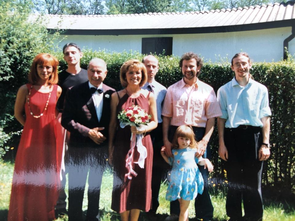 Una foto di qualche anno fa. Girolamo ed Elvi con tutti i loro ragazzi: da sinistra Roberta, Ettore, Francesco, Massimiliano con la figlia, e Stefano