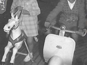 Luisa e Arcangelo alle giostre tanti anni fa