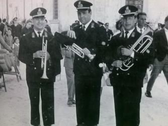 Il papà di Renato, Cosimino, primo a destra con altri componenti della banda musicale