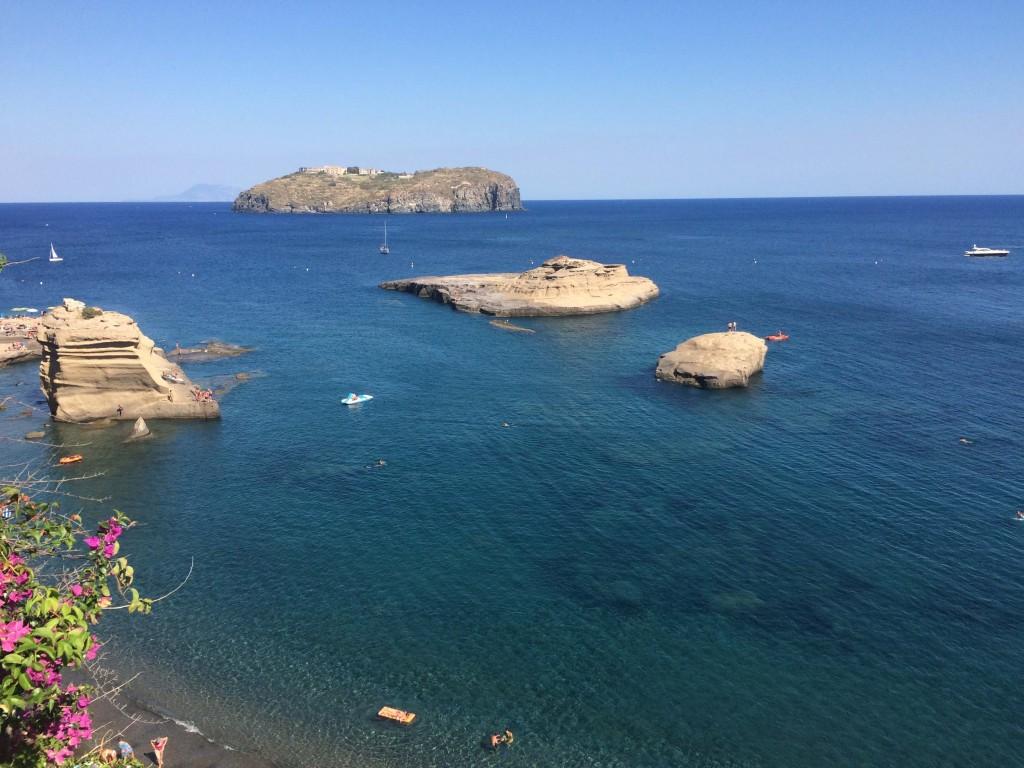 L'Isola di Santo Stefano vista da Ventotene, l'isola dei genitori di Giuliana