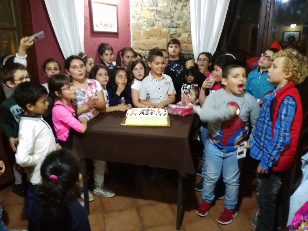 Un momento della festa di compleanno di Rayane