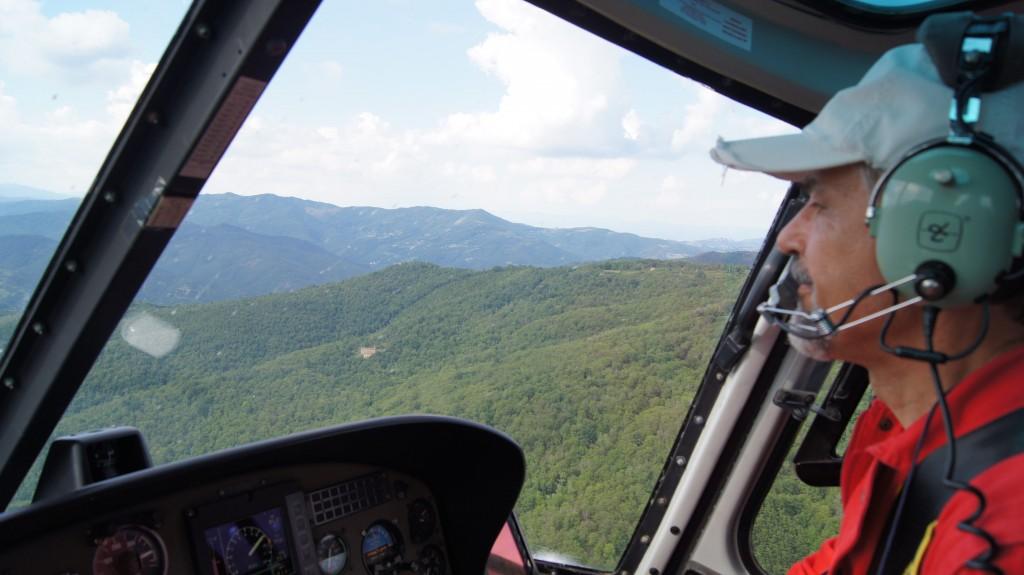 Claudio fa il pilota antincendio in Toscana
