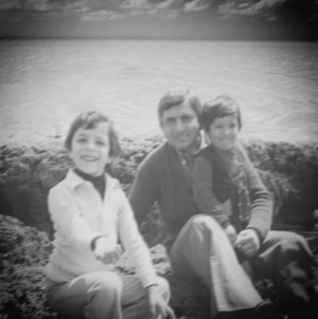 Gianluca con il padre Roberto e il fratello in una foto di tanti anni fa