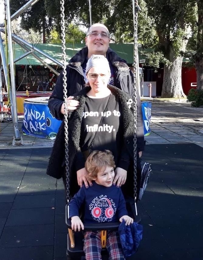 Diego con la moglie e il figlio. Vive e lavora in Bulgaria