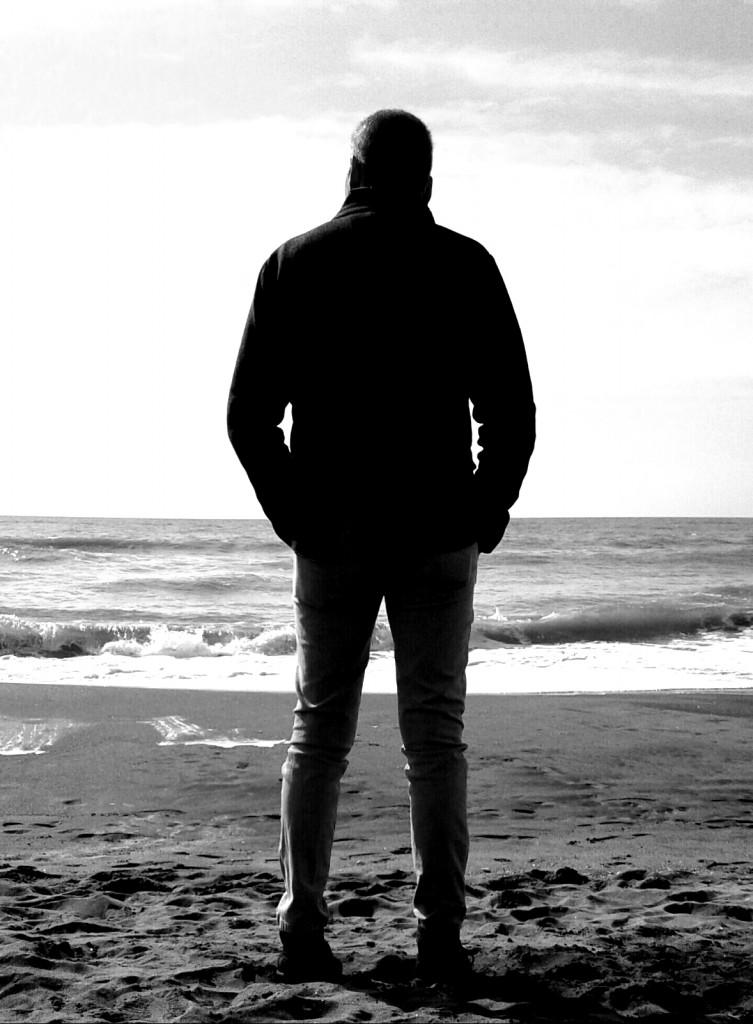 L'uomo per cui Anna soffre davanti al mare. Foto simbolica, dice lei