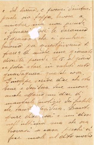 L'ultima lettera ricevuta da Carlo forata dalle schegge mortali