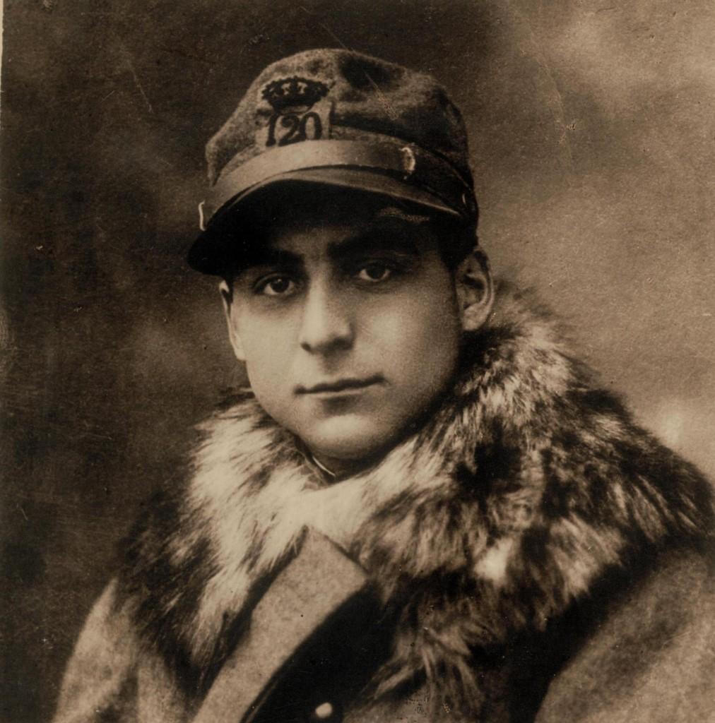 Carlo Montini in una foto inviata dal fronte