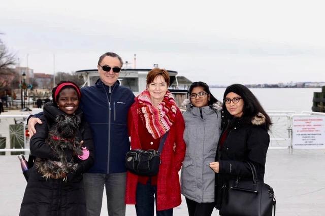 Da sinistra: Victoria,  Federico, la moglie Diane, Denise e Christina. Un altro figlio, Gabriele, vive in Tailandia