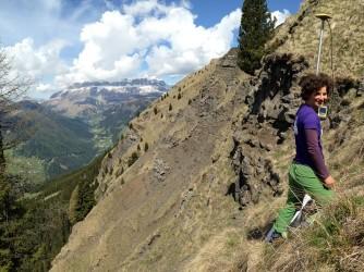 Paola felice in montagna durante un monitoraggio