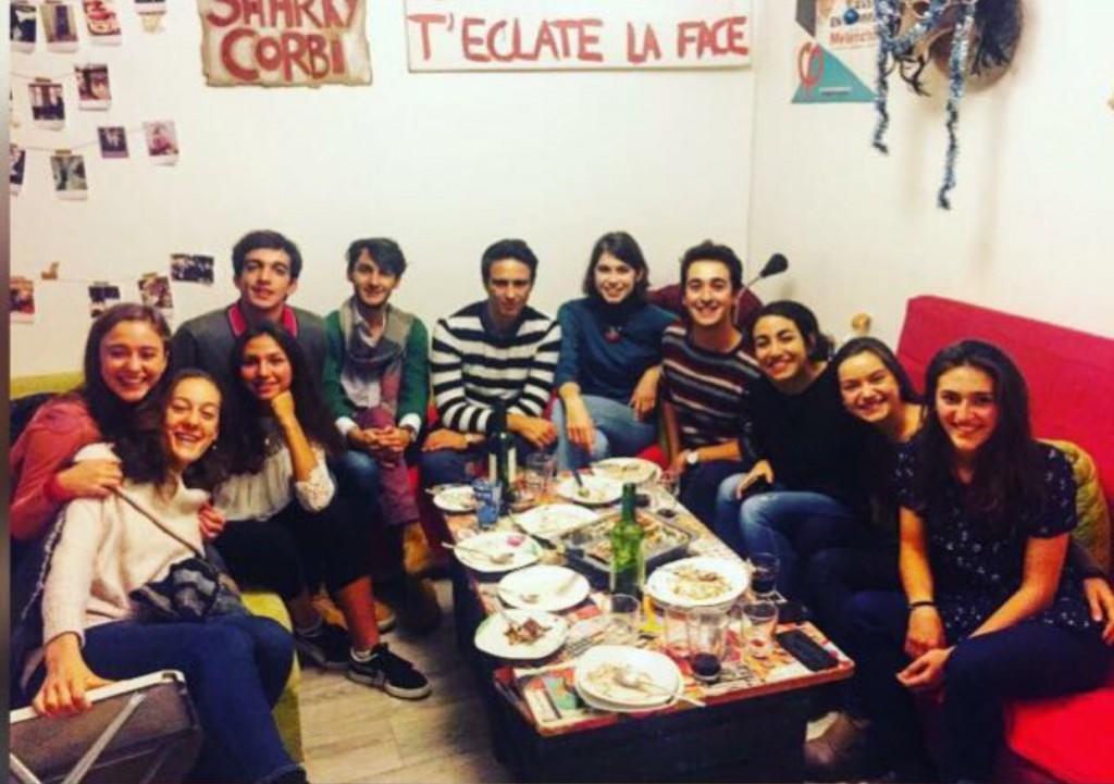 La comunità italiana di SciencesPo Nancy in Francia durante Sanremo 2018. Alberto è il primo ragazzo da sinistra