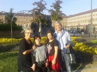 Elisa e Nuccio con le loro figlie affidatarie Francesca e Giovanna