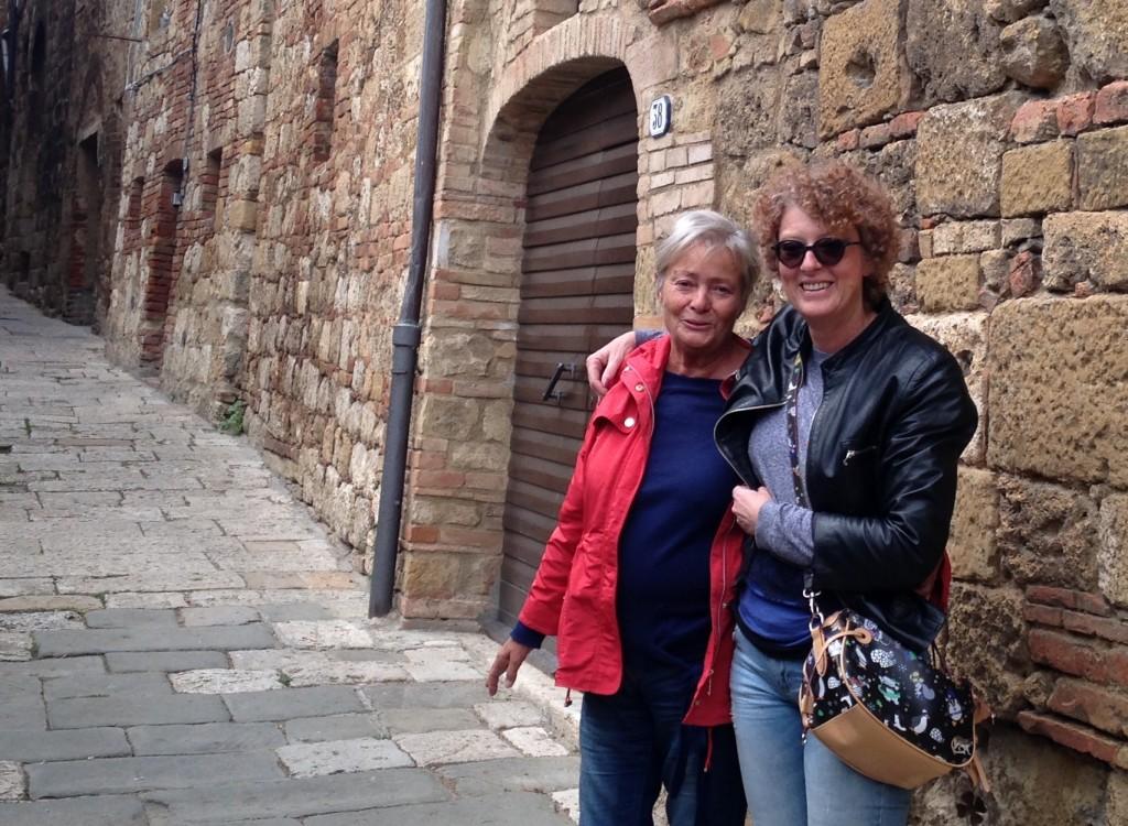 Silvia con sua madre Laura in una foto di qualche tempo fa