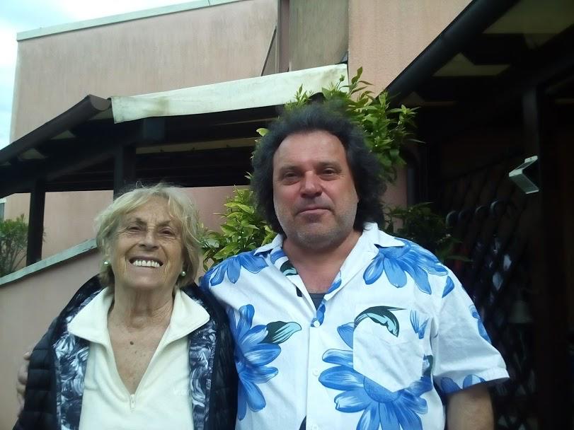 Aldo con sua madre Alda, quest'estate salvata con un intervento d'urgenza