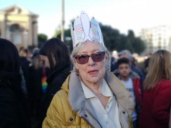 """Maria Grazia alla manifestazione delle sardine in piazza San Giovanni a Roma, """"Mi manca la politica vera le sardine mi hanno dato speranza"""""""