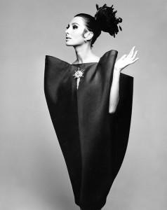 M_Alberta Tiburzi in 'envelope' dress by Cristóbal Balenciaga, Harper's Bazaar, June 1967 © Hiro 1967