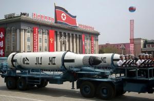 Il primo missile  lanciato da sottomarino, Pukguksong-1, mostrato durante la parata di sabato