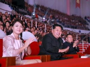 Kim Jong-un con la moglie Ri Sol-ju