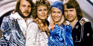 """Swedish pop group Abba: Benny Andersson, Anni-Frid Lyngstad, Agnetha Faltskog and Bjorn Ulvaeus pose after winning the Swedish branch of the Eurovision Song Contest with their song """"Waterloo"""