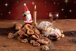 Buccellato dried figs and nuts tradition of Christmas Sicilian sweets