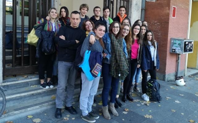 Ragazzi del Liceo Marconi prima della partenza