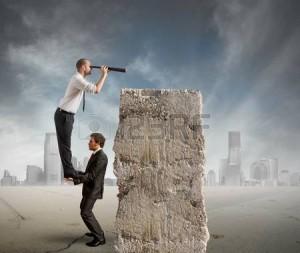 26923873-business-team-guardare-lontano-per-le-nuove-imprese