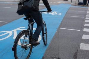 Cyclists on Street in CopenhagenFahrradfahrer auf Strasse in Kopenhagen