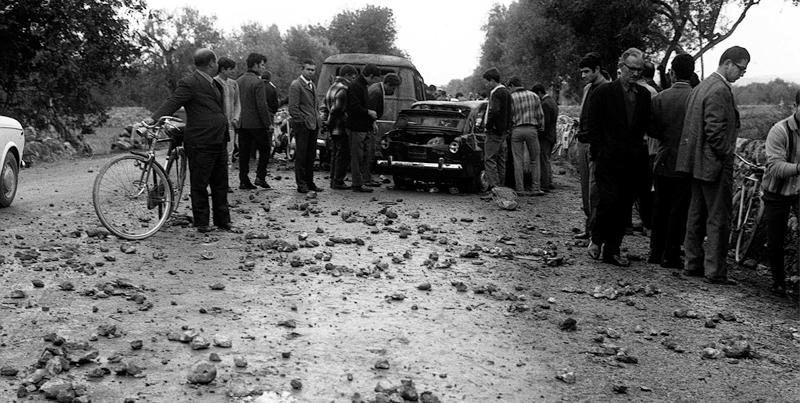 ROMA 20-11-1998-  FOTO D'ARCHIVO DEL 2-12-1968 AVOLA: MANIFESTAZIONE,  INCIDENTI  BRACCIANTI E POLIZIA