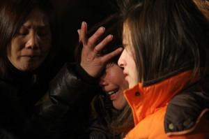 fiaccolata organizzata dalle associazioni cinesi per commemorare le vittime del tragico incendio di domenica al Macrolotto
