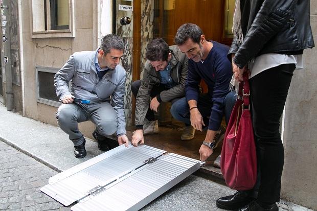 """Parma: """"Via il gradino"""", negozi accessibili con una pedana"""