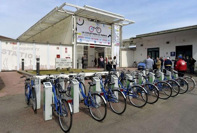 Stazione di Parma, nella Cicletteria l'officina per le bici