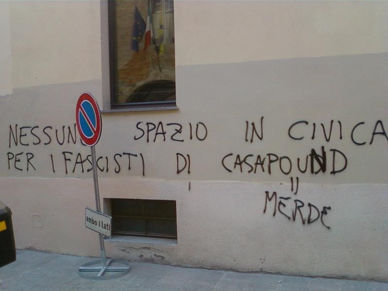 Casapound la civica smentisce buzzi parma cittadella blog parma - Frasi scritte sui muri di casa ...