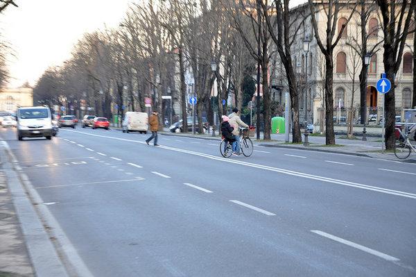 Stradone la moda degli attraversamenti pericolosi for Lo stradone