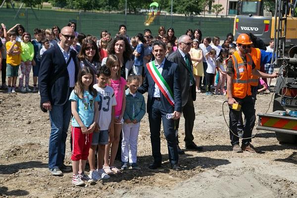 2016 05 26 Pizzarotti Paci Alinovi posa prima pietra Anna Frank-9