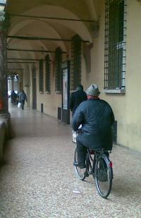 Bici sotto i portici 3