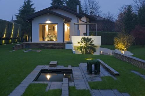 La luce nei giardini casa & design